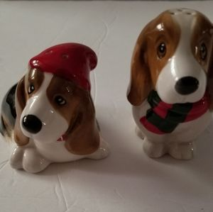 Bassett Hound Dogs Slat & Pepper Shakers new